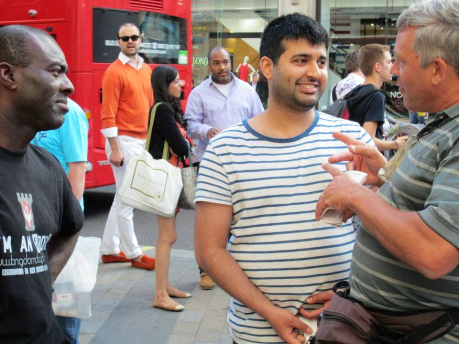 This man heckled Tony and was detained by police a few days before, only to find himself being engaged by Scott at Oxford Circus. God is showing him mercy by allowing him to hear the Gospel twice.